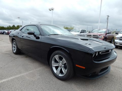 New 2018 Dodge Challenger SXT RWD 2D Coupe