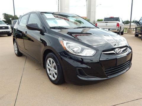 Pre-Owned 2014 Hyundai Accent SE FWD 4D Hatchback